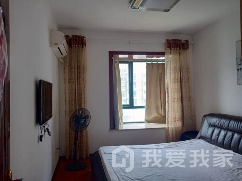旺中旺旁边,正荣大湖之都凌湖峰精装三房出租。